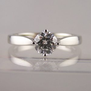 lab grown diamond engagement rings